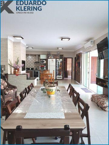 Casa de Alto Padrão, com 3 dormitórios, 3 banheiros, jardim com piscina, 399,48m² - Foto 18