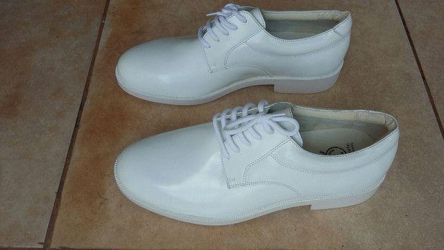 Sapato de couro  legítimo  p/ dentista ou médico.