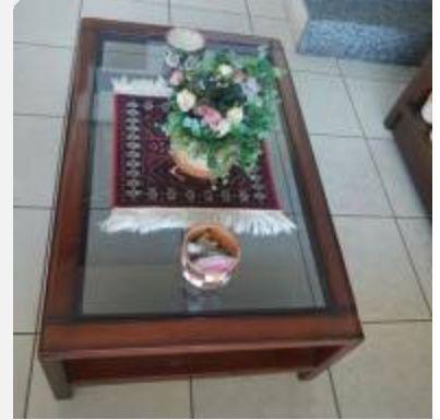 Mesa de centro, resinada, com vidro