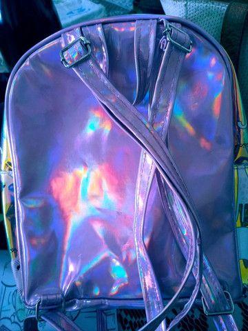 OPORTUNIDADE.  Linda bolsa holografica - Foto 2