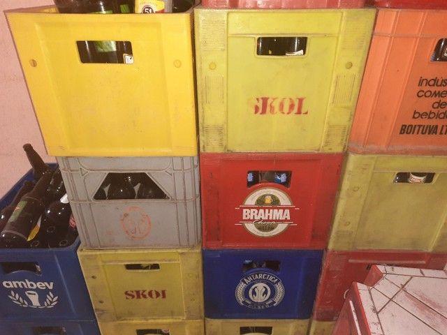 Vende-se 8 caixas de cerveja vasilhames