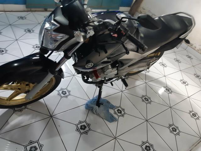 Vendo essa linda moto ,está em dias Pnel bom kit transmissão trocado óleo filtros está top - Foto 4
