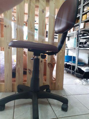 Vende-se e conserta-se cadeiras - Foto 2