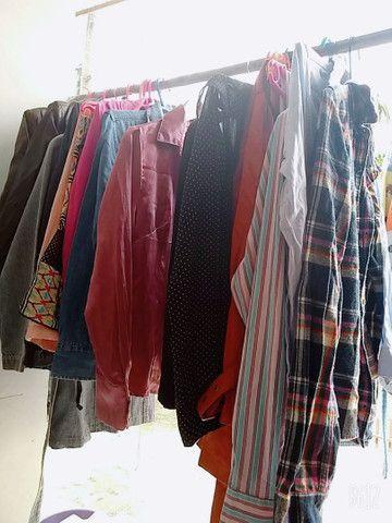 Lote de roupas de bazar