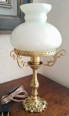 Abajur em bronze com cúpula leitosa - Foto 3