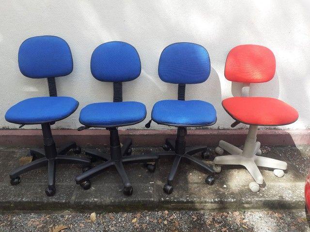 Compramos vendemos consertamos móveis de Escritórios escolares Seminovos
