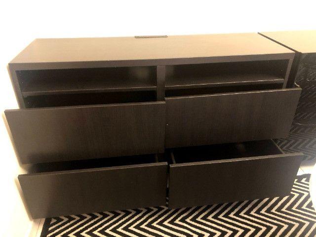 Mesa para TV com 4 gavetas - nova - Foto 2
