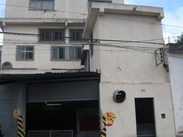 REF 3244. Galpão com 311 m². 6 banheiros. Jardim Alzira - São Paulo