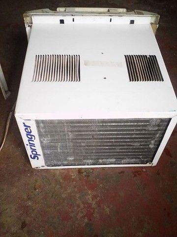 Vendo esse ar condicionado gelando bem super bem 220v7.500