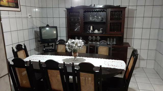 Cuzinha antiga arca mais uma mesa com 8 cadeiras