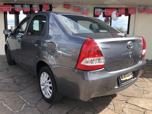 Toyota Etios X 1.5 Sedan 2013 - Foto 13