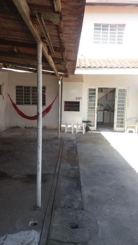 Sobrado em Pinhais vendo ou troco por casa térrea ou apartamento - Foto 2