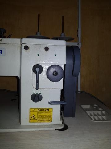Máquina de costura Industrial completa com mesa e motor - Foto 2