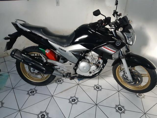 Vendo essa linda moto ,está em dias Pnel bom kit transmissão trocado óleo filtros está top