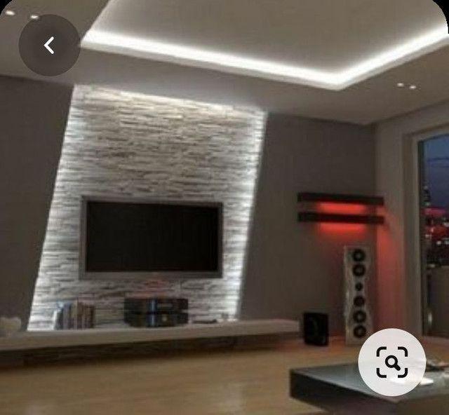 Painel para tv com placas de gesso e parede com placas de gesso 3D.