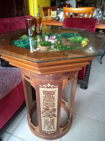 Mesa madeira decorativa com detalhes talhados - Foto 2