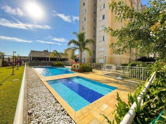 Apartamento Luxuoso Totalmente Mobiliado, 2 Quartos com Suíte em Condomínio Clube - Bairro