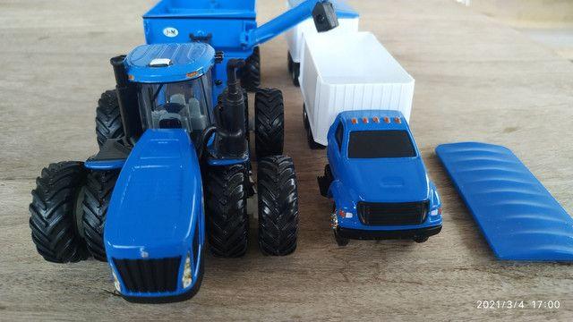 Conjunto de colheita 1/64 New Holland CR990 e T9645 - Foto 4