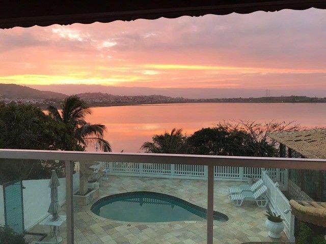 Casa estilo mansão, vista cinematográfica da Lagoa de Araruama de todo o imóvel