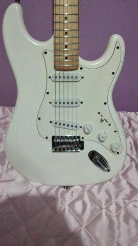 Guitarra lord..mais pedal