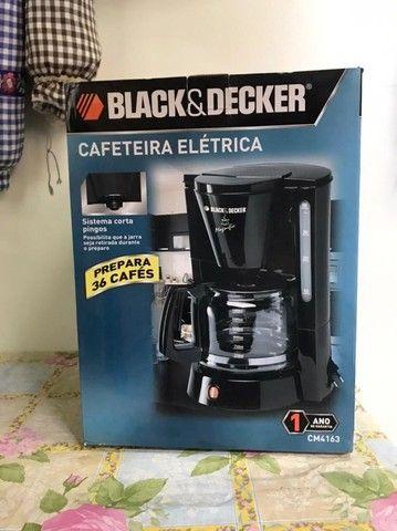 Cafeteira para 36 cafés Black & Decker - Foto 4