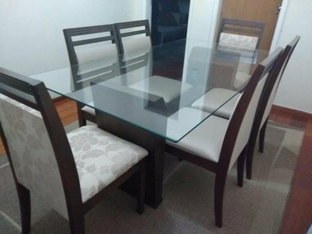 Conjunto de mesa com 6 cadeiras + buffet + tapete