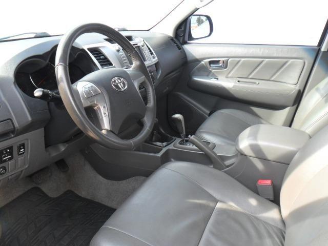 Toyota Hilux CD Srv D4-D 5 marchas 4x4 3.0 Tdi Diesel Aut - Foto 9