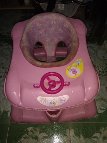 Carrinho de bebê Tutti usado brinde andador - Foto 6