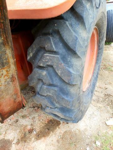 Retroescavadeira fb 80.2 pneus novos - Foto 2