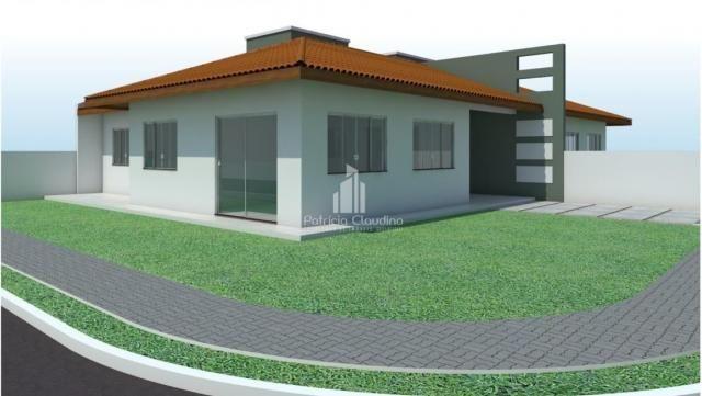 Casa de esquina com amplo espaço de terreno!
