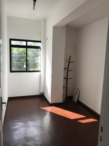 Centro 02 quartos, 02 banheiros, sem garagem. Próximo a Cidade das Crianças e UFF - Foto 4