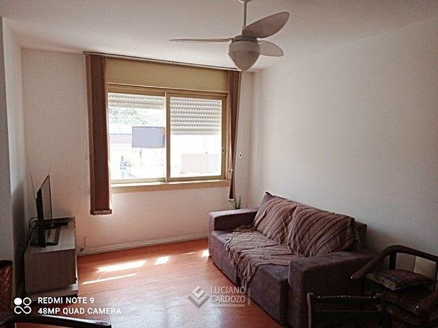 Apartamento Centro, próximo do Colégio Adventista, desocupado, 2 dormitórios, garagem - Foto 2