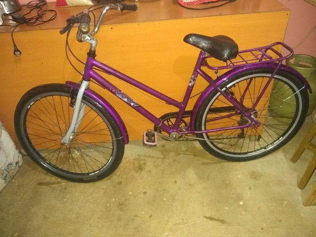 Bicicleta bem conservada de marcha