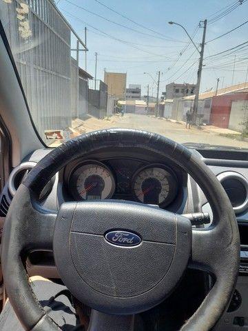Fiesta hatch 1.6 ou troco ou agio - Foto 8
