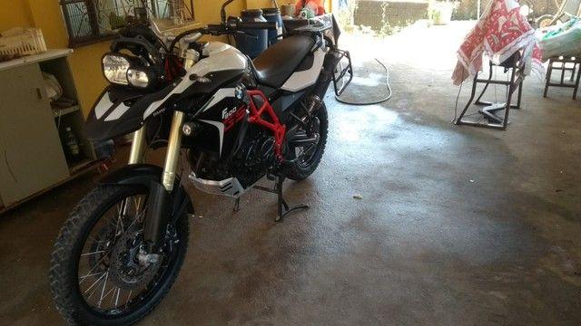 GS 800 Branca e Vermelho