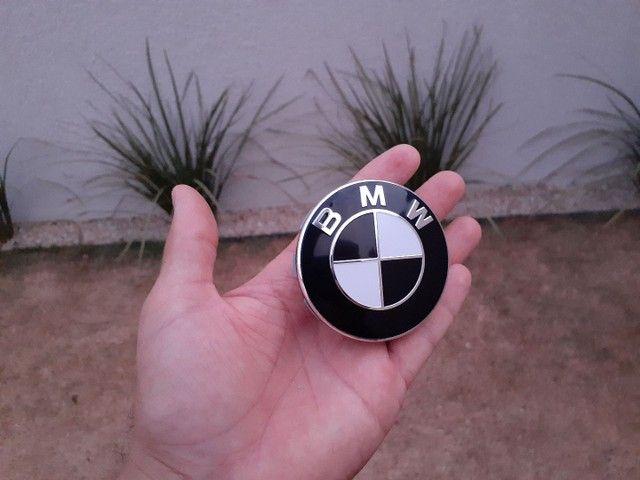 calota centro da roda emblema BMW 68mm preto e branco - Foto 2