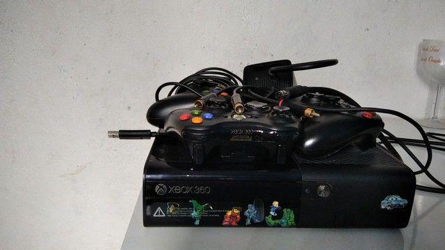 Vendo !!! Xbox 360 super slim 2013 + 3 manetes