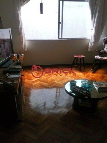 Apartamento de 1 quarto com dependência, elevador e garagem no Alto, Teresópolis/RJ. - Foto 2