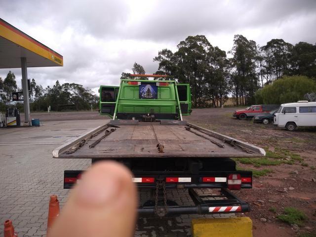 Caminhão plataforma guincho - Foto 7