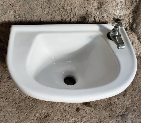Pia para banheiro em porcelana - Foto 3