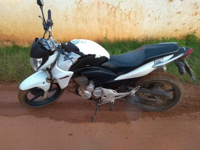 Vende-se Moto CB 300