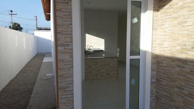 Casa de Esquina com Escritura Grátis, 02 Quartos, 02 Wc, Garagem e Quintal - Foto 8