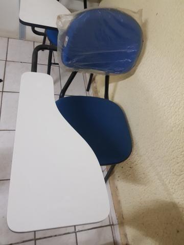 Vendo 30 cadeiras universitárias - Foto 4