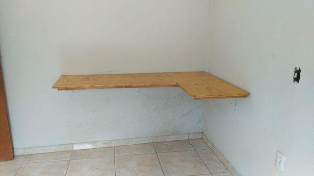 Mesa de Canto Suspensa