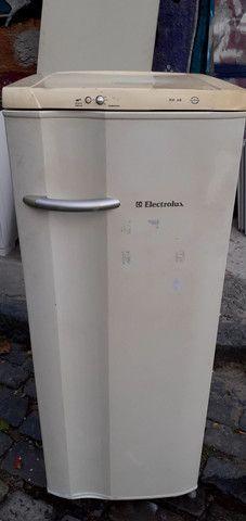 Geladeira Electrolux RE28