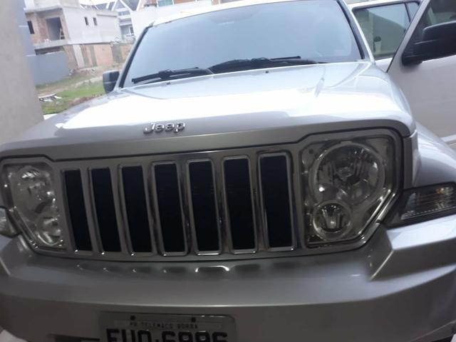 Jeep cherokee 3.7 limited 2012