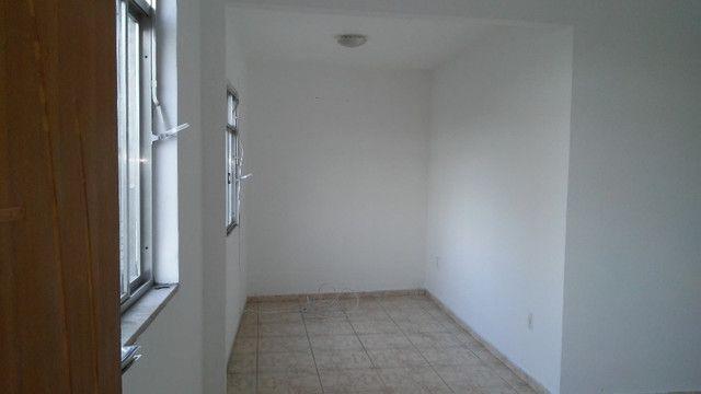 Apto 2 Quartos e Sala em L Podendo Fazer + 1 Quarto em frente ao Banco do Brasil Ac. Carta - Foto 2