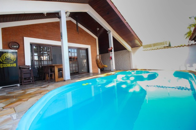 Oportunidade única! Casa térrea com piscina a 90 metros da praia - Peruíbe - SP