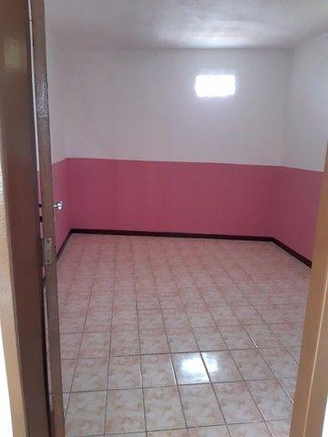 Aluga-se apartamento próximo ao farol de itapuã com vaga de estacionamento  - Foto 6