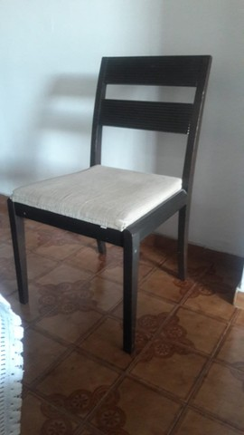 Conjunto de mesa de jantar, 6 cadeiras acochoadas e aparador. - Foto 5